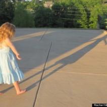 O dia em que parei de mandar minha filha andar logo