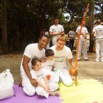 Capoeira ajuda a criança a superar o medo e a testar seus limites