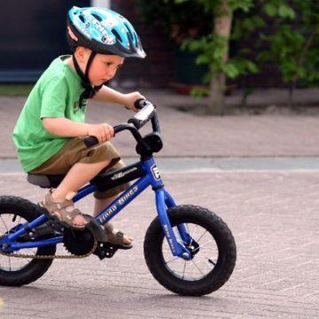 Dicas para ensinar seu filho a andar de bicicleta