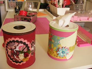 duas latas decoradas