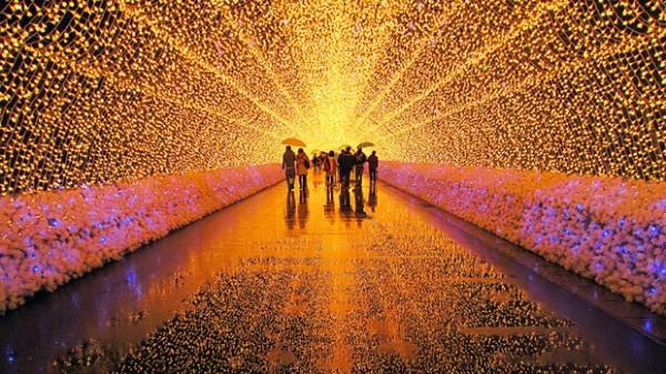 Festival de luzes no jardim botânico Nabana no Sato, no Japão.
