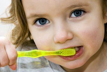 Como fazer a higiene do bebê depois que nascem os primeiros dentes