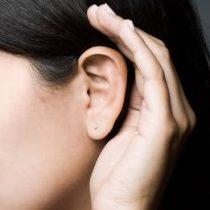 Pais devem ficar atentos aos sinais de perda auditiva na infância