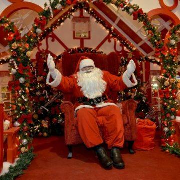 Chegada do Papai Noel marca inauguração do Natal do Bangu Shopping