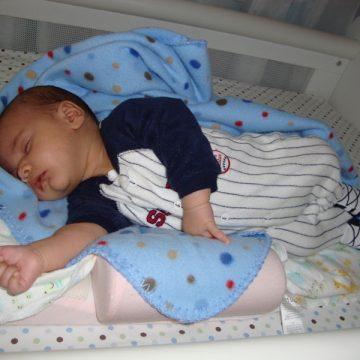 Como fazer o bebê dormir sozinho no berço?