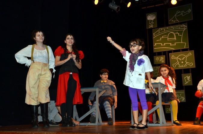 "Teatro: ""O Reino dos Mal Educados"""