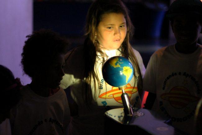 Brincando e Aprendendo Astronomia