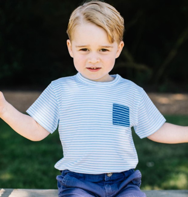 Novas fotos divulgadas de Príncipe George que completa 3 anos