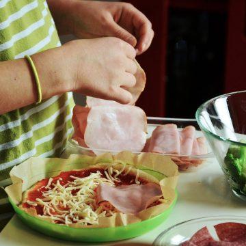 Os benefícios de cozinhar com as crianças
